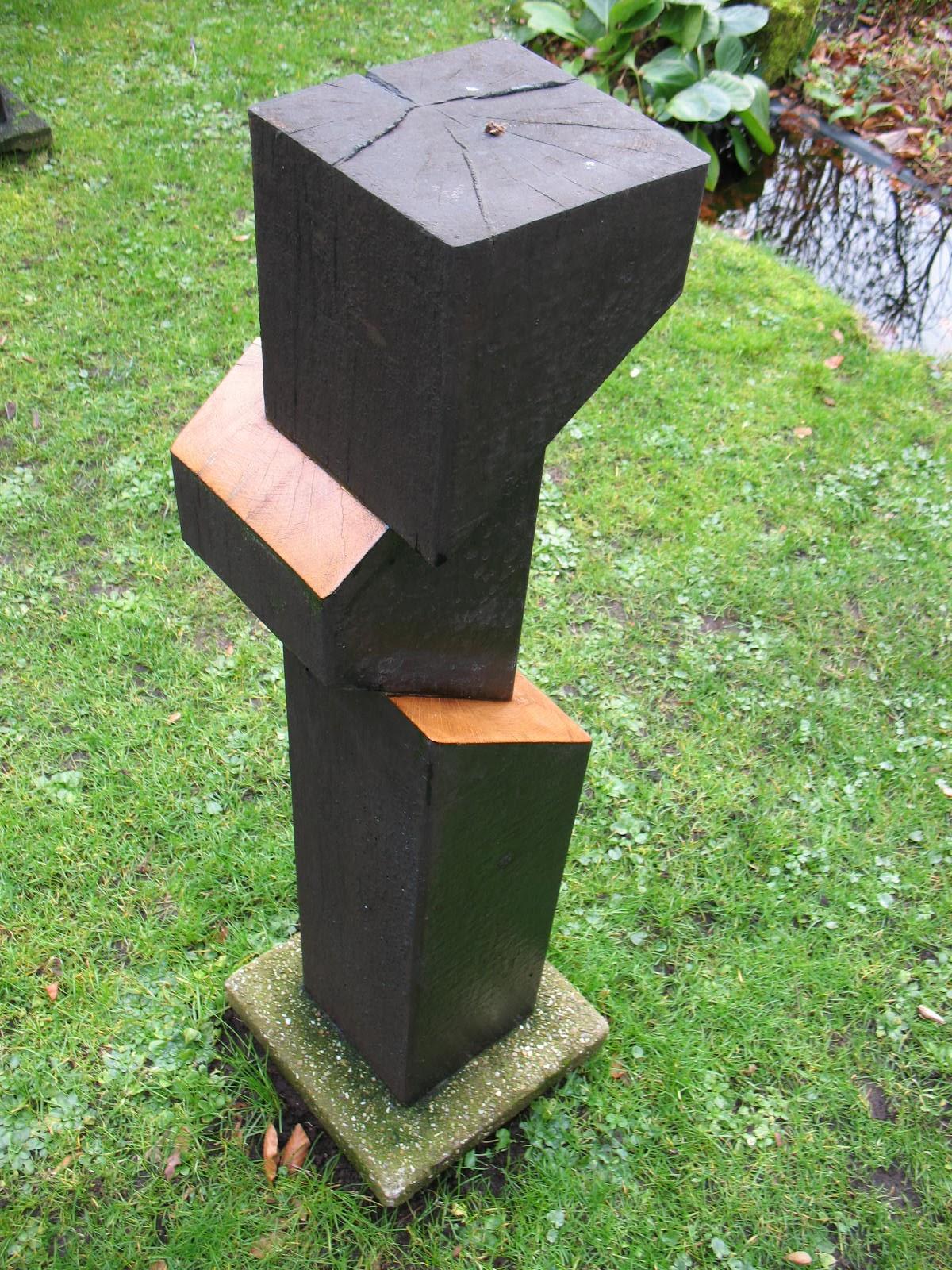 Beeld uit eikenhout, drie dimensies tonend. gemaakt in 2013