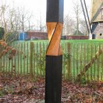 Beeld uit eikenhout getiteld Torsie, gemaakt in 2013