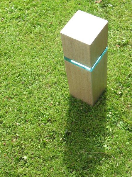 Beeld, een object van hout-glas